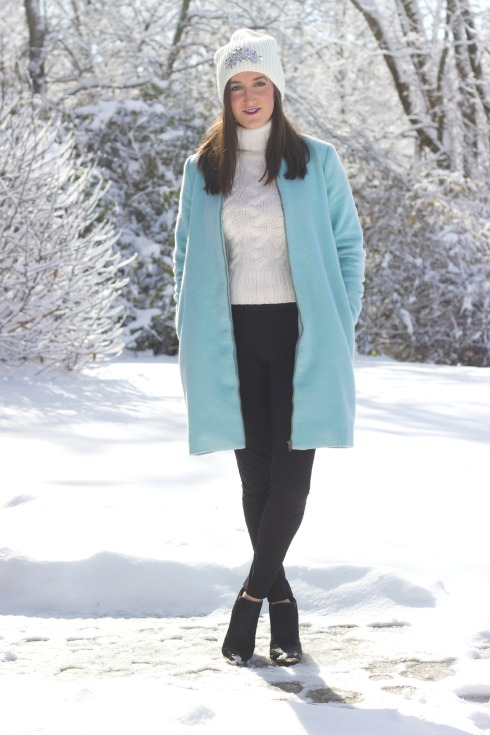 Cute Outdoor Winter Outfit with Sparkly Ann Taylor Hat