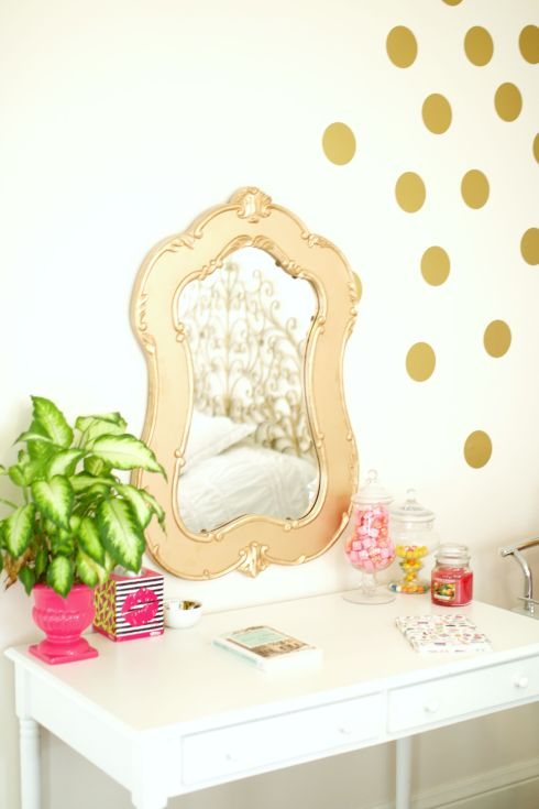 Women's Gold Bedroom Decor